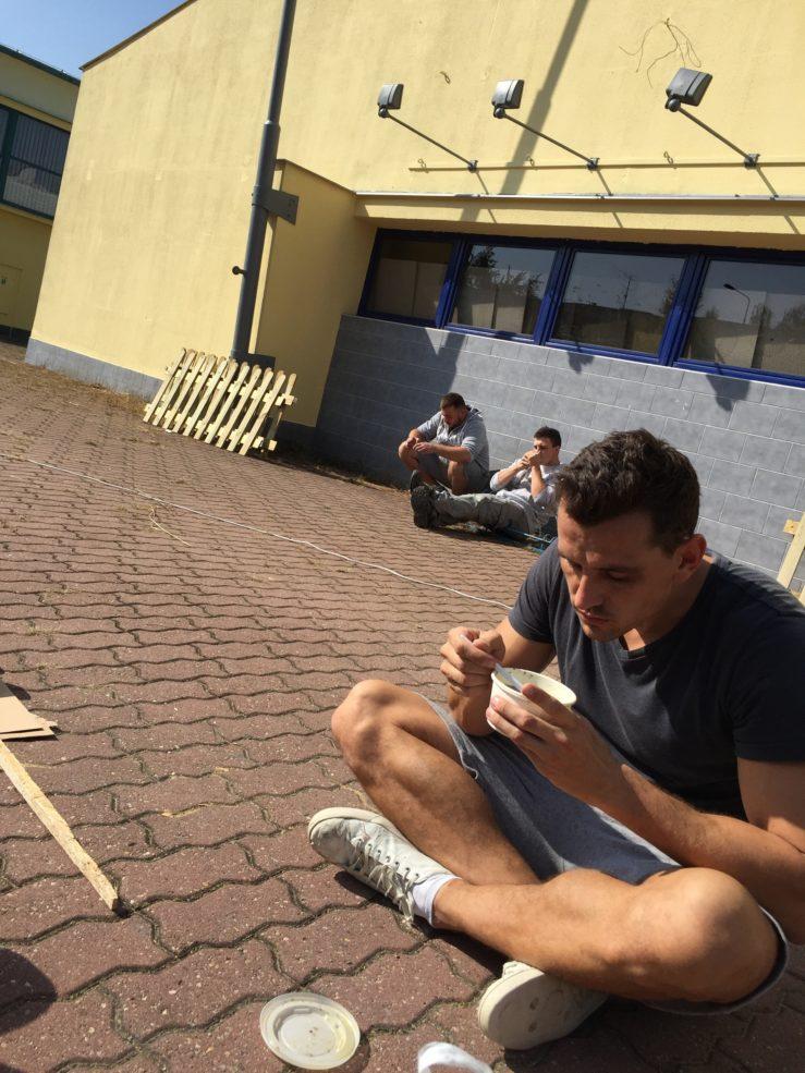Oběd a odpočinek v Lumpáriu