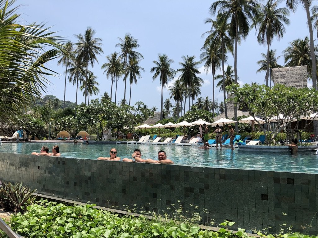 Pohoda v bazénu v Thakjsku na ostrově Phi Phi